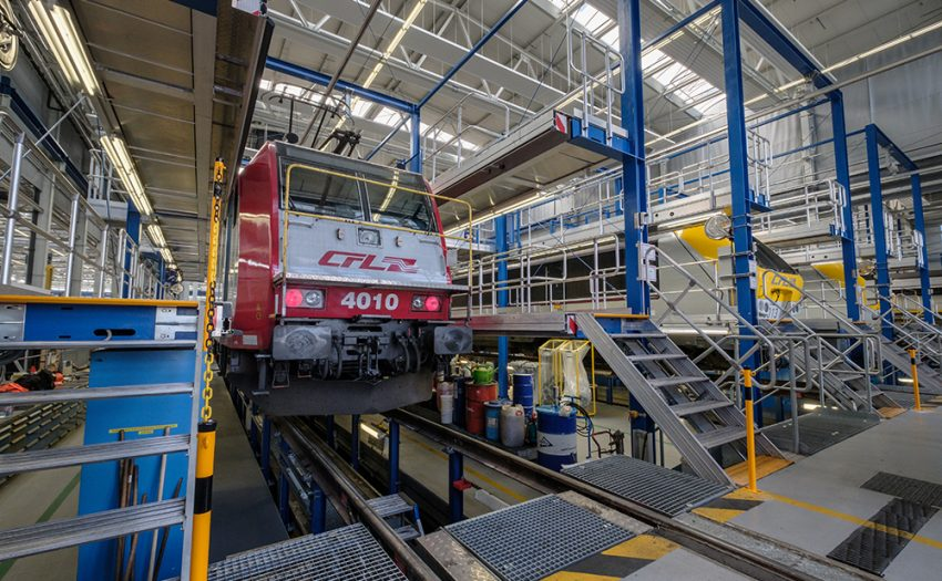 The maintenance of CFL's power bundle with more than 7,000 bhp is also completed inside the new workshop : a 4000 series locomotive of Bombardier.