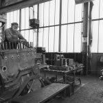 Wartungsarbeiten an einem De Dietrich Dieselmotor der Adolph Saurer A.G. © Schmitz Christian.