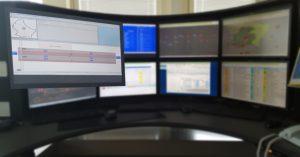Représentation graphique de l'arrêt Auris en question indiquant les moniteurs et haut-parleurs disponibles.