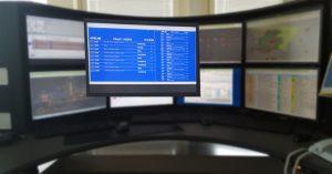 Représentation des données AURIS sur les écrans dans les gares AURIS respectives (moniteur de départ, stèle affichant les départs des trains, moniteur de destination des trains).