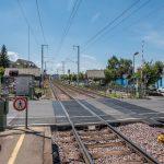 Wenn sich die Schranken schließen, dürfen Bahnübergänge nicht mehr überquert werden.