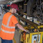 Le contrôle d'ovalisation des essieux fait aussi partie des missions du mécatronicien.