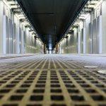 Avec une longueur qui dépasse les 200 mètres, le hall de nettoyage offre assez de place pour nettoyer, simultanément, deux automotrices de la série 2200 (TER2ng).