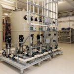 1.000 litres de produit de lavage sont mélangés avec 9.000 litres d'eau douce…