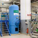 Bevor das Recyclingwasser zum Abwaschen wiederverwendet wird, sorgen Kiesfilter dafür, dass letzte Schmutzreste hängen bleiben.