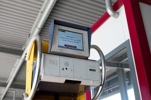 """Das """"terminal operation management system"""" gibt den vorgesehenen Platz an, wo der Trailer abgestellt werden soll. Falls eine erneute Beladung des LKWs vorgesehen ist, wird der Standort der zu beladenden Fracht ebenfalls angegeben."""