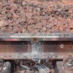 Aluminothermic welding is used to ensure the continuity of the railway tracks when they have to be replaced. These welding operations avoid transitions that would represent a weak point of the tracks and thus affect ride comfort. (2/2)